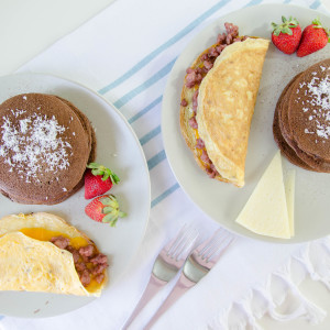 Pancakes de Chocolate y Omelette de Salchicha: Brunch del Domingo
